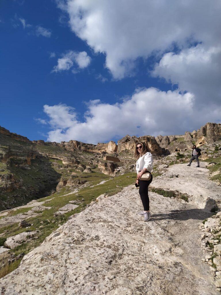 Hasuni Mağaraları Taş Patika Yol