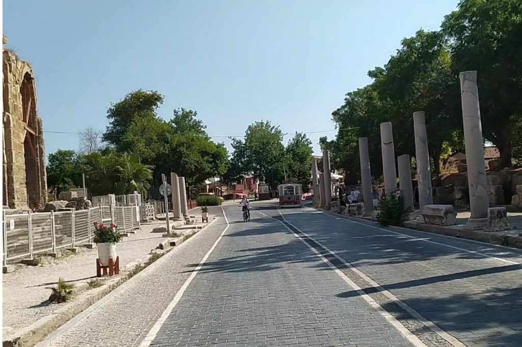 side antik kenti yol